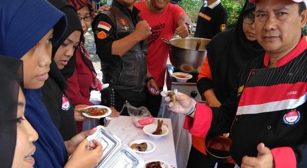 Kuliner Ikan Gratis CFD Buahbatu Ludes dalam Sekejap