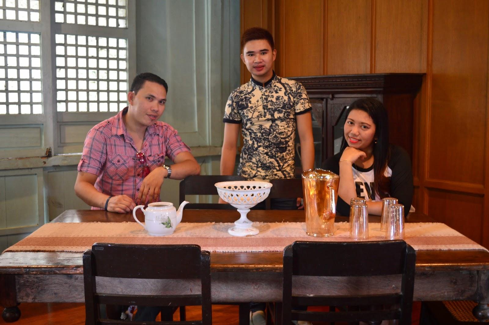 Magsaysay Dining Table