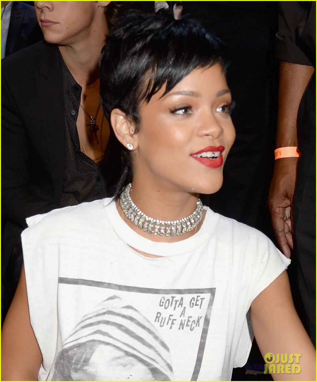 LFW: Rihanna has a few surprises up her sleeve at River ... |Rihanna 2013