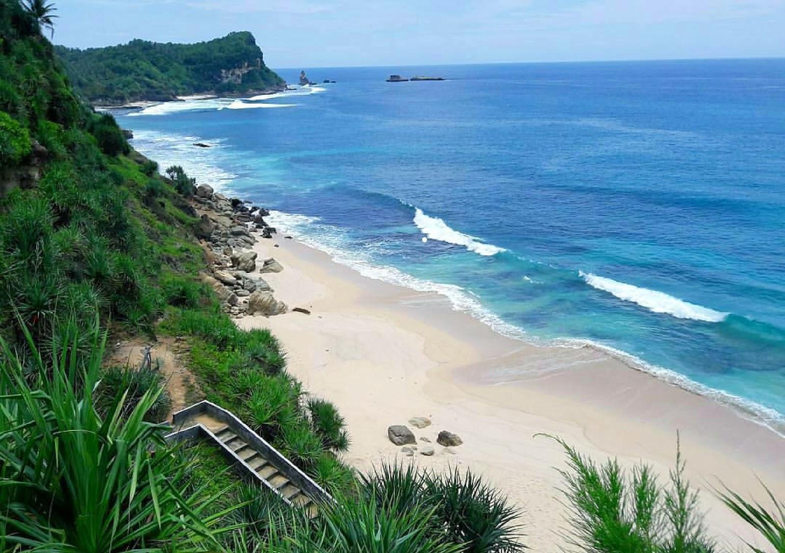 10 Gambar Pantai Kijingan Pacitan Jawa Timur, Rute dan Tiket Masuknya