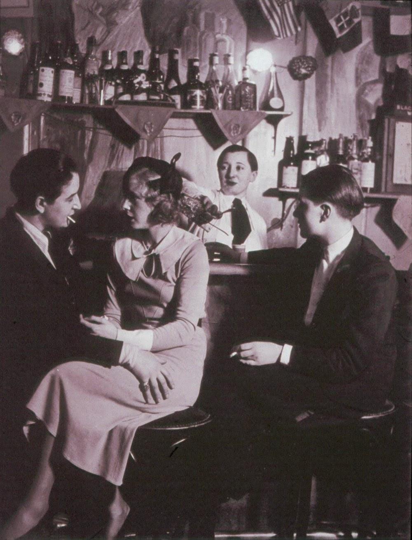Dentro de Le Monocle, a mediados de la década de 1930.