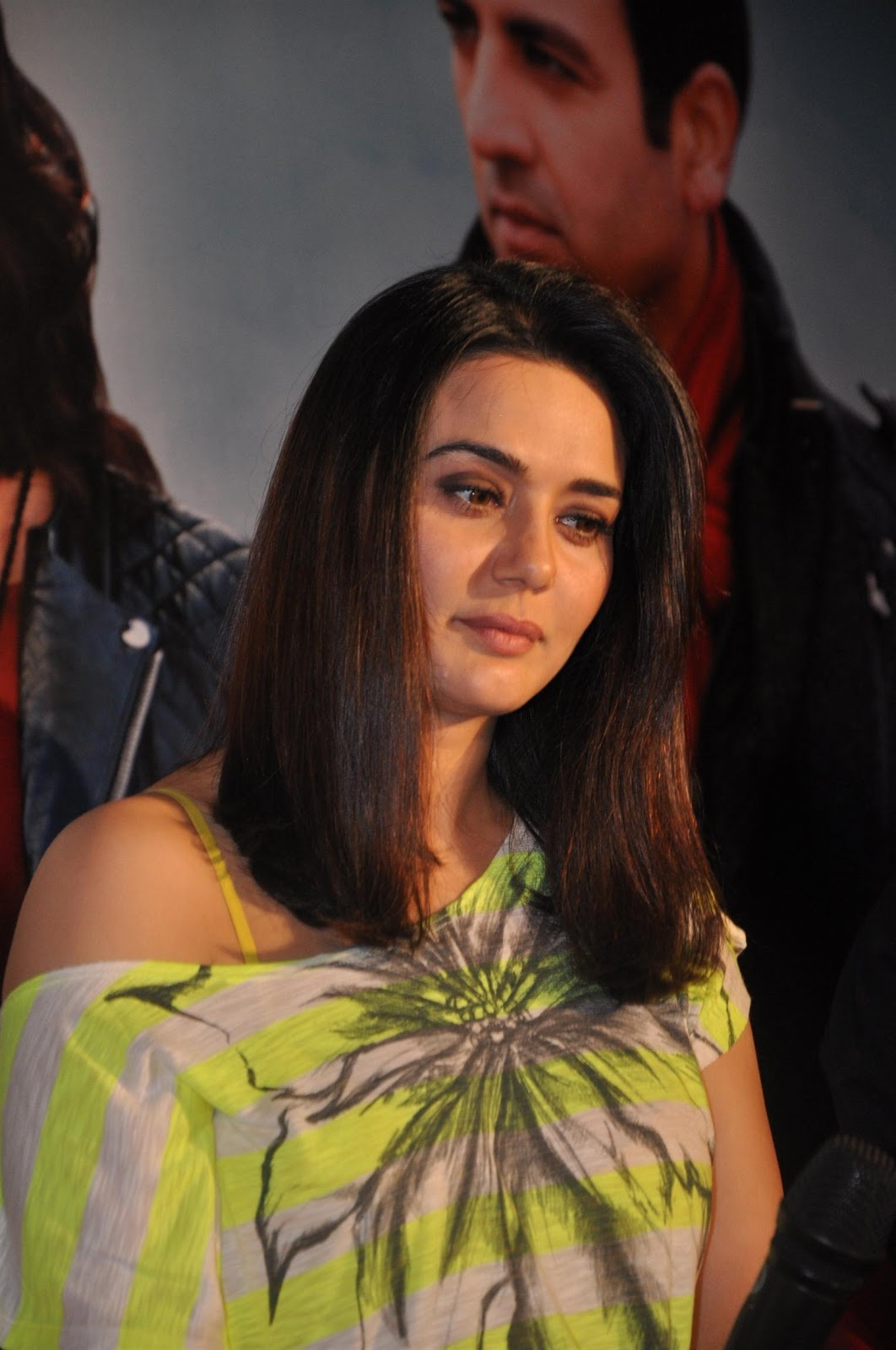 High Quality Bollywood Celebrity Pictures Preity Zinta -8887