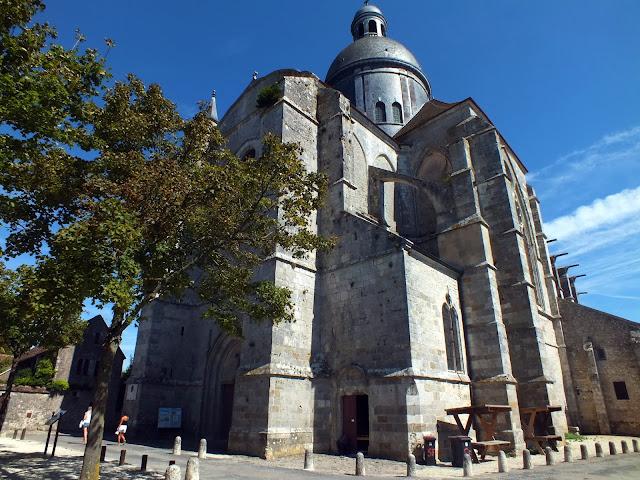 catedral de provins en el casco antiguo