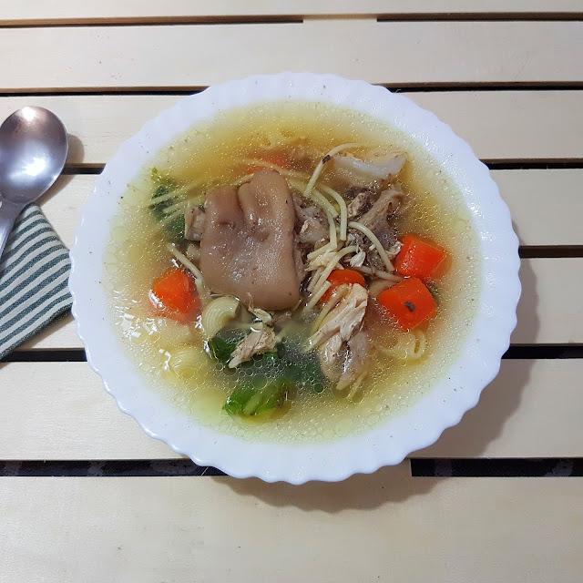 Sopa de cocido con pasta mixta