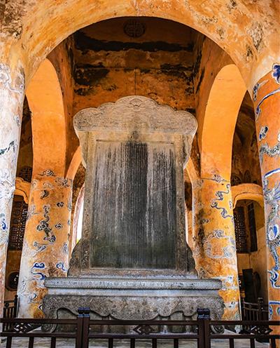 Du lịch Huế thăm lăng mộ của vua có 103 bà vợ ở Việt Nam