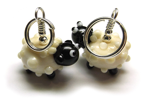 Lampwork glass sheep bead knitting stitch marker by Laura Sparling