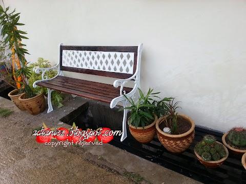 Belakang rumah ada taman untuk berehat...