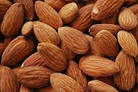 اللوز غني بمغذيات مفيدة لصحة القلب