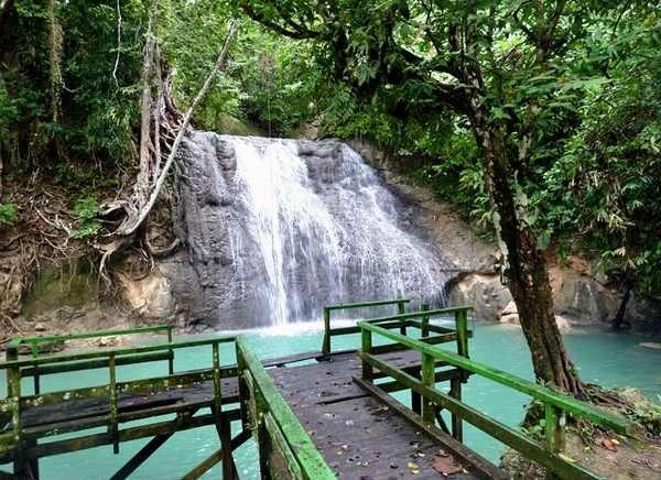 air-terjun-wafsarak | air terjun papua | wisata papua | wonderful Indonesia