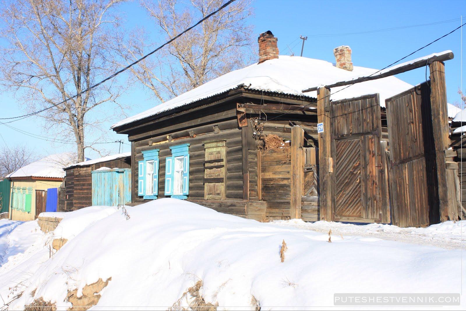Старинный дом в Иркутске зимой