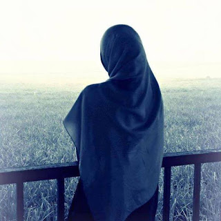 puisi berjudul Menggenggam Bingkisan ke Negeri Biru
