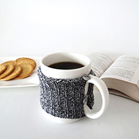 http://www.ohohdeco.com/2015/10/how-to-make-cosy-knitted-mug.html