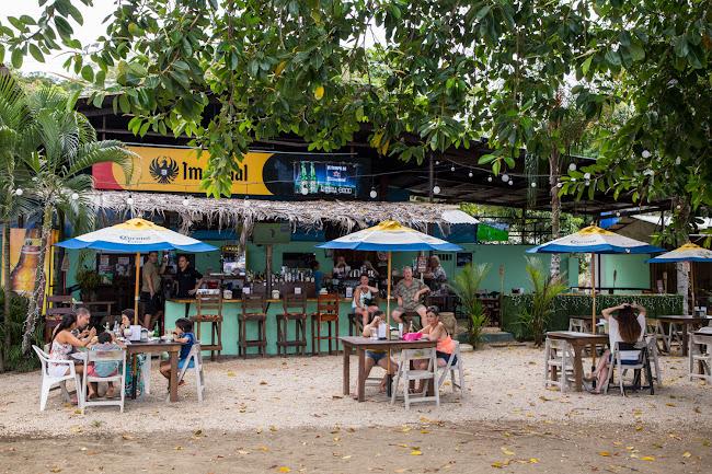 Terraza del Bambú Beach Front bar en playas del Coco