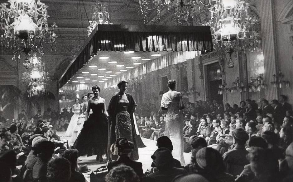the-glamour-of-italian-fashion-1945-2014