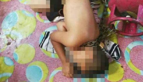 Kejam! Tentera Tambat Anak Pada Tong Gas Memasak Dengan Rantai Besi