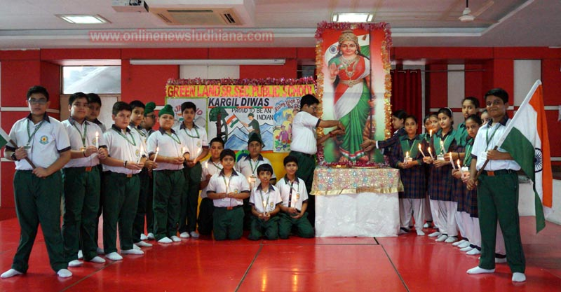 Green Land School Students paying Homage to Kargil Martyrs
