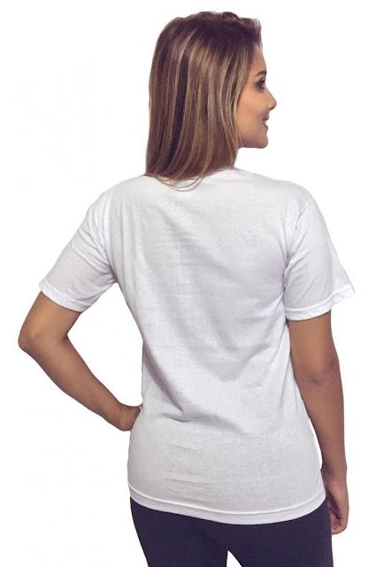 T-Shirt Feminina Think Like a Princess com Caimento Reto e Gola Careca
