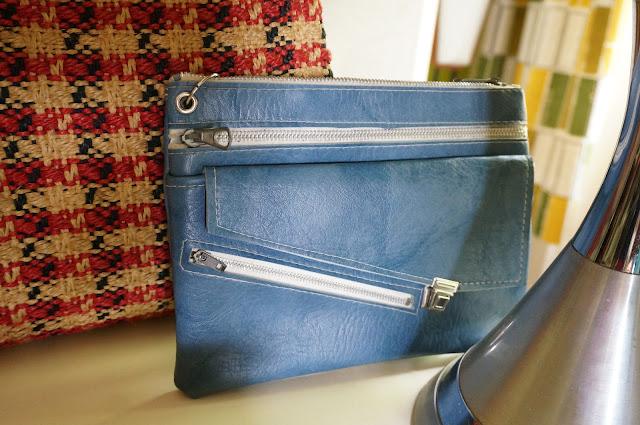 sacoche en pvc bleu jean  70s pleather case