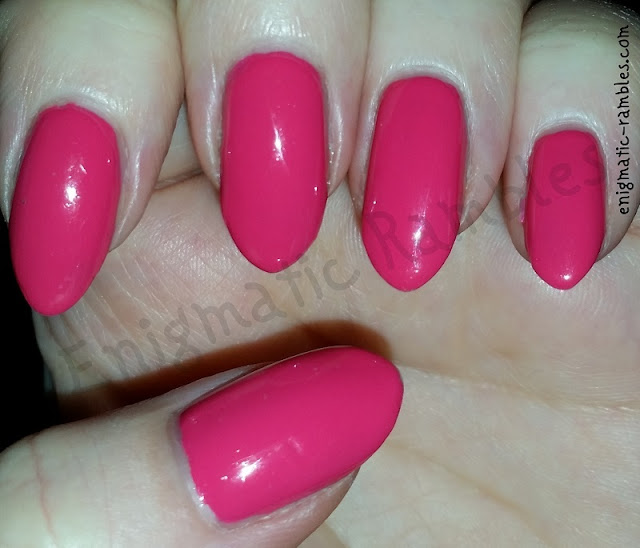 Swatch-OPI-Strawberry-Margarita