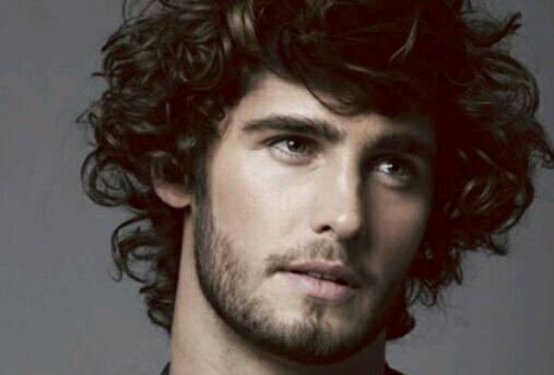 3 Cara Merawat Rambut Keriting Untuk Pria Secara Alami  6733e29692