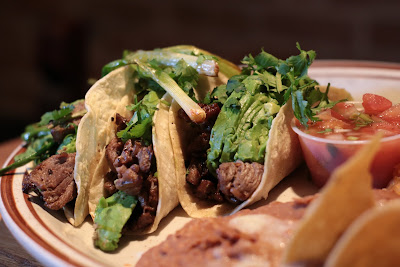 comida latina tacos