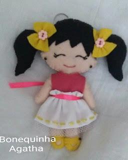 bonequinha-em-feltro