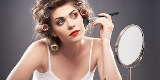 Kebiasaan Bermakeup Bisa Mengungkap Karakter Wanita