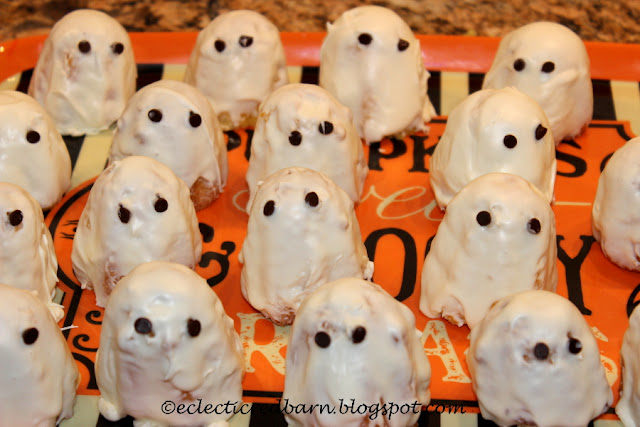 Eclectic Red Barn: Ghosts Cakes