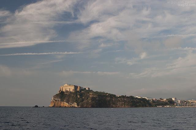 Terramurata vista dal traghetto per Procida