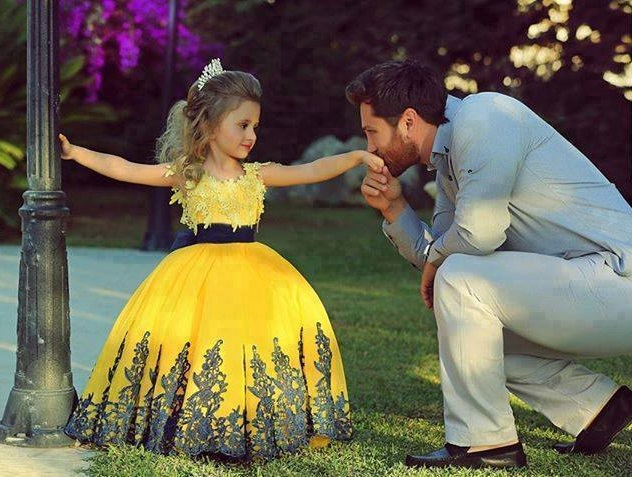 A few parents know how treats his small princess