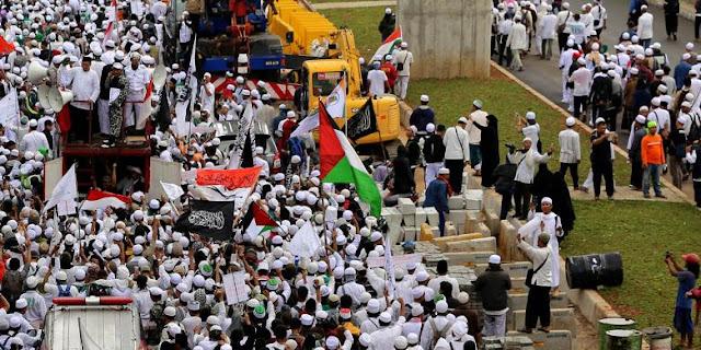 Polisi Usut Bendera Merah Putih Bertuliskan Arab