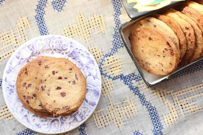 biscuits au sarrasin et grue de cacao
