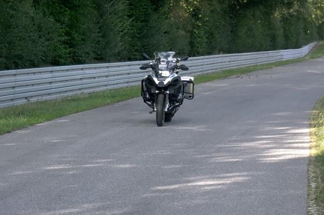 preview bmw cria moto que anda e estaciona sozinha