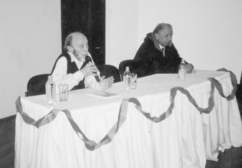 Xico Júnior palestrando para mais de 200 pessoas no salão nobre do SEBAC    Porto Alegre, em 2002, sobre a imigração e colonização italiana no Rio  Grande do ... 5a5bdadbce