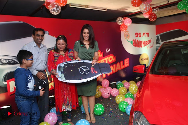 Raashi Khanna at Mirchi 95 Suno Mercedes Jeeto Contest Stills  0049