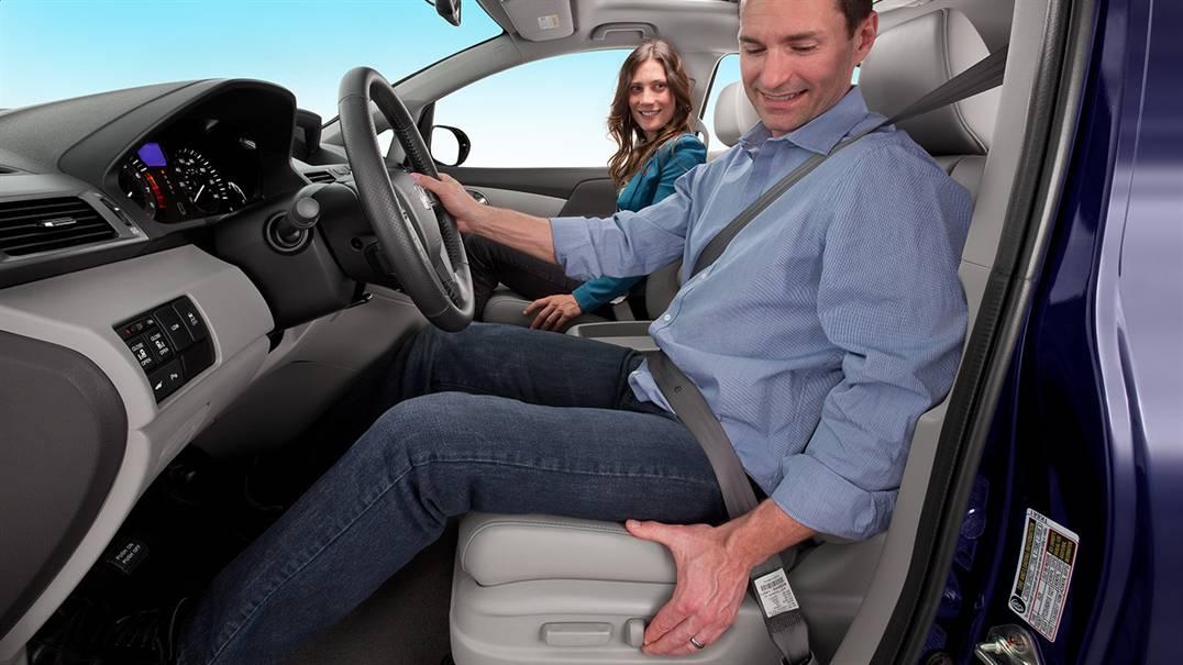 Ghế chỉnh điện, gập kéo dễ dàng,giúp lái xe thoái mái nhất