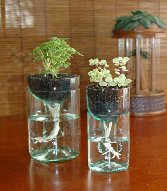 Un bonito florero con vidrio y pet reciclado