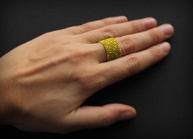 купить авторские изделия из бисера широкие женские кольца размер 16 18
