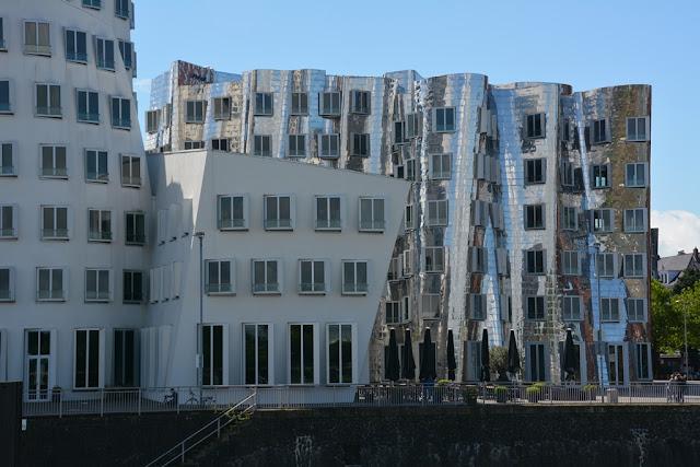 Medienhafen Dusseldorf Gehry silver