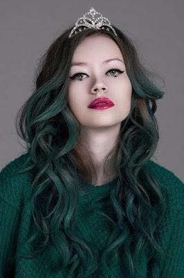 Nhuộm tóc mầu xanh rêu đang là xu thế của năm 2017