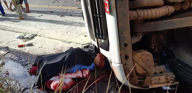 Tragédia! Acidente grave na BR 364 envolvendo carreta mata motorista esmagado! [Imagens Fortes]