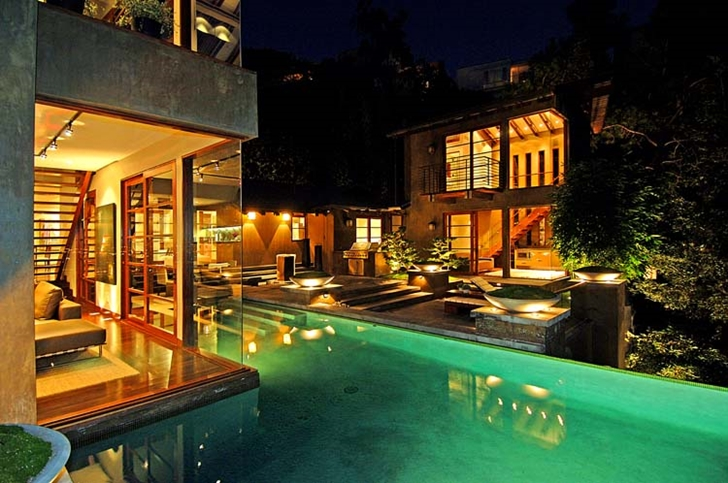 Swimming pool of Calvin Harris's new celebrity house at night