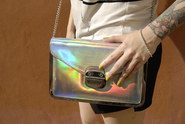 holographic bag,green nails