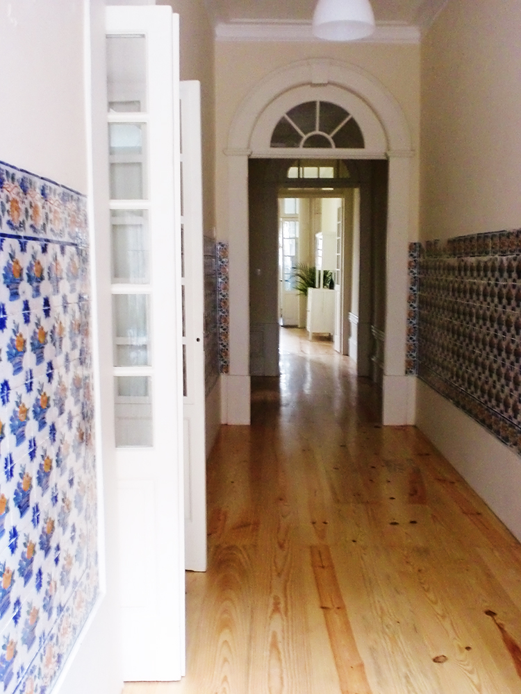 Velharias azulejos oitocentistas numa casa particular do for Azulejos para entradas