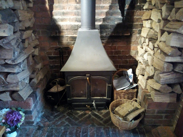 Baskets to close to woodburner - chimney sweep advice 01
