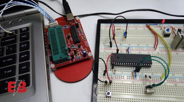 التحكم في إَضاءة LED بالـبيك ميكروكنترولر (Blinking LED)
