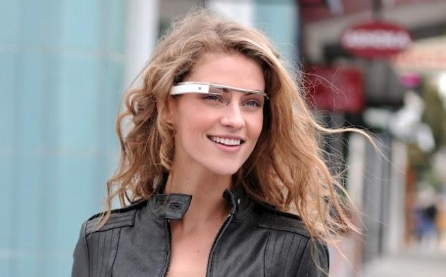 b3d576264 Em pouco tempo não só os engenheiros do Google chamarão a atenção nas ruas  de San Francisco e Nova York por conta de seus exóticos óculos futuristas  com ...