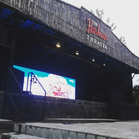 foto harbour theater di jogja bay