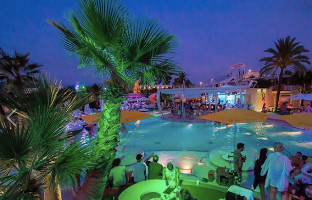 Localização e horários do Ocean Beach em Ibiza