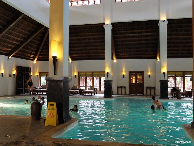 hotel emeralda reserve van long van gien vietnam piscine interieure